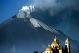 View of the Popocatepetl Volcano in Puebla Fotografie-Druck von Ulises Ruiz