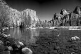USA, California. Yosemite Valley view from the bank of Merced river. Impressão fotográfica por Anna Miller