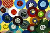 USA, California, Los Angeles. Vinyl 45's at Amoeba Music Store. Reproduction photographique par Kymri Wilt