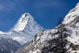 Matterhorn looms over Zermatt, Switzerland. Fotografisk trykk av Brian Jannsen