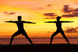 Yoga People Training and Meditating in Warrior Pose Outside by Beach at Sunrise or Sunset Reproduction photographique Premium par  Maridav