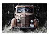 Old Truck in a Field Affischer av Shane Settle