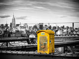 Police Emergency Call Box on the Walkway of the Brooklyn Bridge with Skyline of Manhattan Reproduction photographique par Philippe Hugonnard
