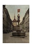 The Zahringer Brunnen Fountain before the Zeitglockenturm Clock Tower Fotografisk tryk af Hans Hildenbrand