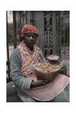 A Vendor Sells Pralines in the French Quarter Fotografisk tryk af Edwin L. Wisherd