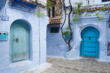 A View into the Winding and Steep Streets of Chefchaouen, the Blue City of Morocco Fotografie-Druck von Eric Kruszewski