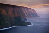 The Cliffs Above Waipi'O Bay at Sunrise Reproduction photographique par Chris Bickford