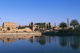 The Temple Complex of Amun with Sacred Lake in Foreground, Karnak, Luxor, Thebes Fotografisk tryk