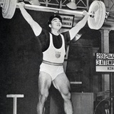 Tommy Kono Winning the Gold Medal for Men's Weightlifting at the 1956 Melbourne Olympics Reproduction photographique