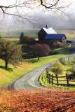 A Farm on a Winding Rural Road on a Foggy Autumn Morning Fotografie-Druck von Robbie George