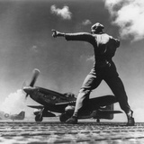 Airman Gives the 'Take Off' Signal to North American P-51 Nicknamed 'My Girl' on Iwo Jima Foto