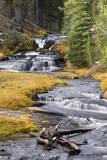 King's Creek Flows over Rocks and Cliffs in Lassen Volcanic National Park in Northern California Impressão fotográfica por Mike Cavaroc