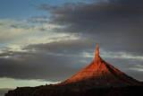 Sunrise on North Sixshooter Tower, Indian Creek, Utah Fotografisk trykk av Louis Arevalo