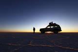Toyota Land Cruiser Silhouetted Against Sunrise, Salar De Uyuni, Bolivia Fotografisk trykk av James Brunker