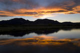 A Sunset over the Rocky Mountains Is Reflected in a Lake Near Boulder, Colorado Reproduction photographique par Sergio Ballivian