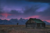 Standalone Cabin at Sunset in Grand Teton, Wyoming Reproduction photographique par Patrick Brandenburg