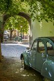 Les Deux Chevaux. Place Favier, Saint Remy De-Provence, France Fotografisk trykk av Brian Jannsen