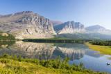 USA, Montana, Glacier Mountains Reflected on Lake Sherbourne Fotografisk trykk av Trish Drury