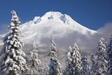 Winter Snow Adds Beauty to Mt. Hood, Oregon. Oregon Cascades. Fotografie-Druck von Craig Tuttle
