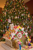 Gingerbread House and Christmas Tree Fotografie-Druck von Craig Tuttle