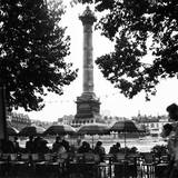 Street Cafe in the Rain, Colonne de Juillet, c1955 Reproduction procédé giclée par Paul Almasy