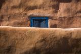 Window and Wall Fotografie-Druck von Kathy Mahan