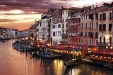 Venice Grand Canal Gondolas, Hotels and Restaurants at Sunset from the Rialto Bridge Valokuvavedos tekijänä  Flynt
