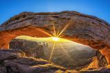 Sunrise at Mesa Arch Fotografie-Druck von  prochasson