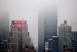New Yorker Building in Fog NYC Fotografía