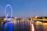 London Eye and Big Ben on the Banks of Thames River at Twilight Fotografie-Druck von  ollirg