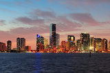 Miami City Skyline Panorama at Dusk with Urban Skyscrapers over Sea with Reflection Reproduction photographique par Songquan Deng