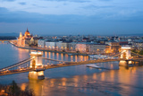 Budapest, Night View of Chain Bridge on the Danube River and the City of Pest Fotografie-Druck von  ollirg
