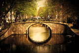 Amsterdam, Holland, Netherlands. Romantic Bridge over Canal. Old Town Reproduction photographique par Michal Bednarek