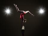 Female Gymnast on Balancing Beam. Fotografisk trykk av Mike Harrington