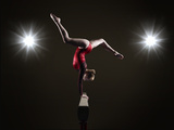 Female Gymnast on Balancing Beam. Fotografie-Druck von Mike Harrington