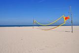 Volleyball Net on Beach Fotografisk trykk av  leuntje