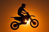 Silhouette of Motocross at Sunset Reproduction photographique par Shahbaz Hussain's Photos