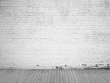 White Brick Wall and Wood Floor Background Fotografisk trykk av Vitaliy Pakhnyushchyy