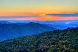Blue Ridge Mountains Bedruckte aufgespannte Leinwand von Nikographer [Jon]