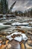 Mountain River Flows through Winter Landscape Fotografisk trykk av Ascent Xmedia