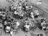 Outdoor Cafe Scene Reproduction photographique par George Marks