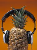 Pineapple Wearing Headphones Reproduction photographique par  PCH