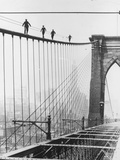 Bridge Climb Fotografisk tryk af Topical Press Agency