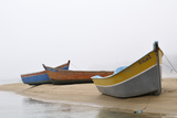 Boats on Beach, Moulay Bousselham, Kenitra Province, Morocco Fotografie-Druck von Jean-Christophe Riou