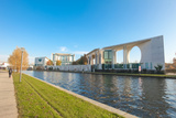 River Spree and Bundeskanzleramt in Berlin, Germany Fotografie-Druck von paul prescott