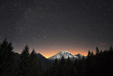 Mt. Rainier at Night Fotografisk trykk av David Hogan