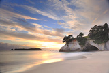 Cathedral Cove Fotografie-Druck von PHOTOGRAPHY BY ANTHONY KO