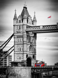 Tower Bridge with Red Bus in London - City of London - UK - England - United Kingdom - Europe Impressão fotográfica por Philippe Hugonnard