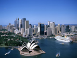 Australia Aerial of Sydney Opera House and Cruise Reproduction photographique Premium