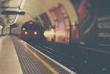 A London Underground Train Fotografie-Druck von Laura Evans